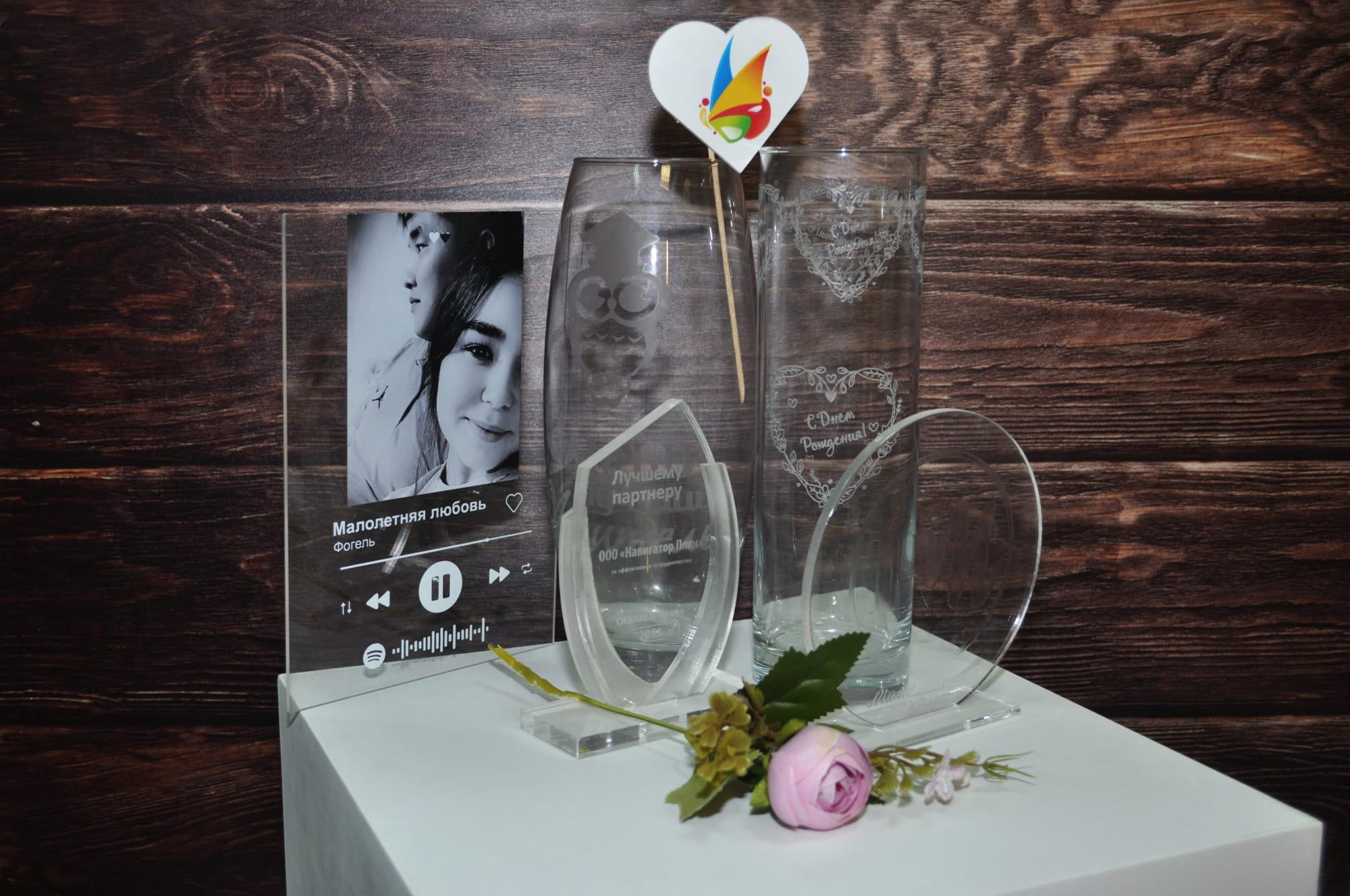 Сувениры на память гравировкана стекле